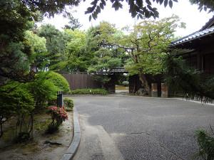 砂丘館の前庭